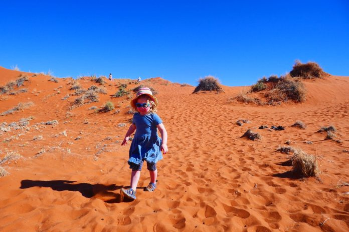 Nambia-child-safari-desert-family-sand