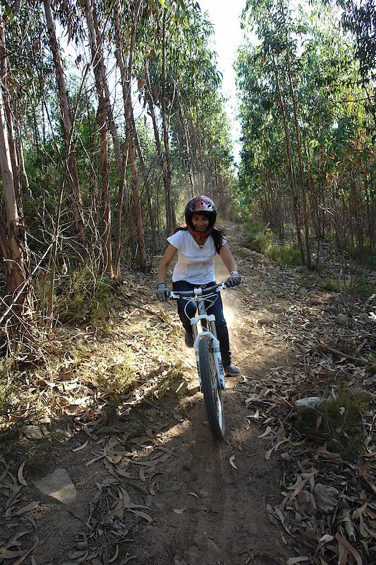 "tina rigind my bike / foto by Zé ""Maradu"""