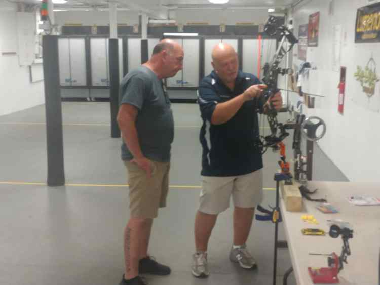 The Lincoln Park Archers sponsored a Bow Tuning Seminar for it's members at the club's Indoor Range. The event was facilitated by LPA member volunteers Joe Lorenti, Mike Fried, Steve Preziosi, and Bob Wilson.