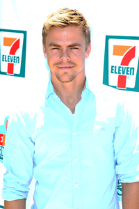 Derek-Hough_070913-76-lpb-group-200