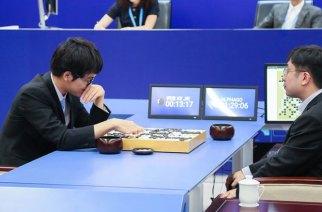 AlphaGo 2.0對決柯潔九段,由AI取得首勝
