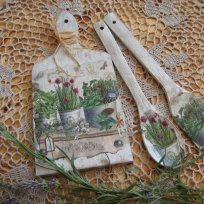 shabby-chic-vintage-wooden-cutting-board-spoon-and-spatula