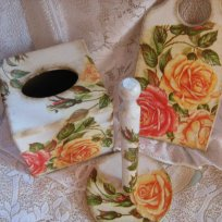 vintage-roses-paper-napkin-box-wooden-cutting-board