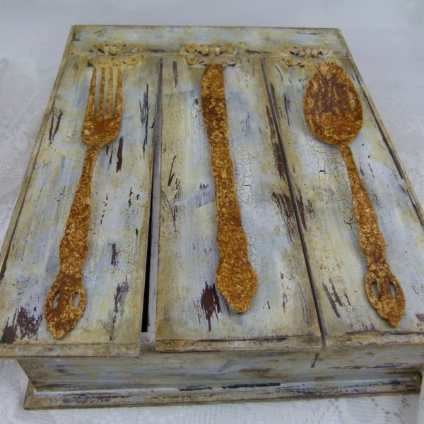 Vintage-box-of-cutlery