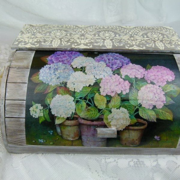 vintage-bread-box