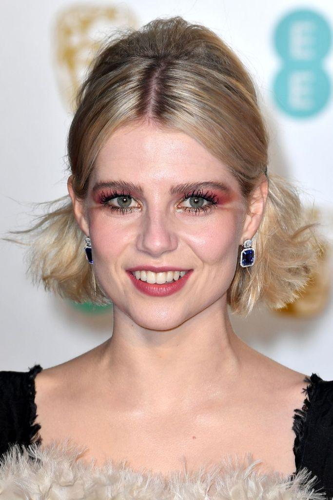 Premiile Bafta 2019 - best makeup-lucy-boynton