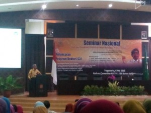 """Seminar nasional """"Islam dan Demokrasi: Politik Luar Negeri Indonesia di Timur Tengah""""."""