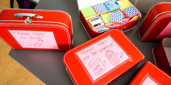 La bibliothèque dispose pmême de kits tout faits pour les séances de design thinking