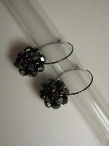 Øreringe med perlekugler på creoler