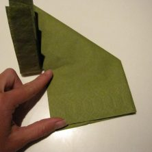 Fold servietter som en vifte - bunden foldes op