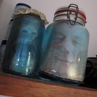 Hjemmelavet halloween pynt - hoveder i sylteglas