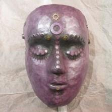 Lilla maske af papmache