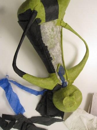 papmache figur med pulp og silkepapir