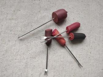 gafler med pølser af fimo cernit