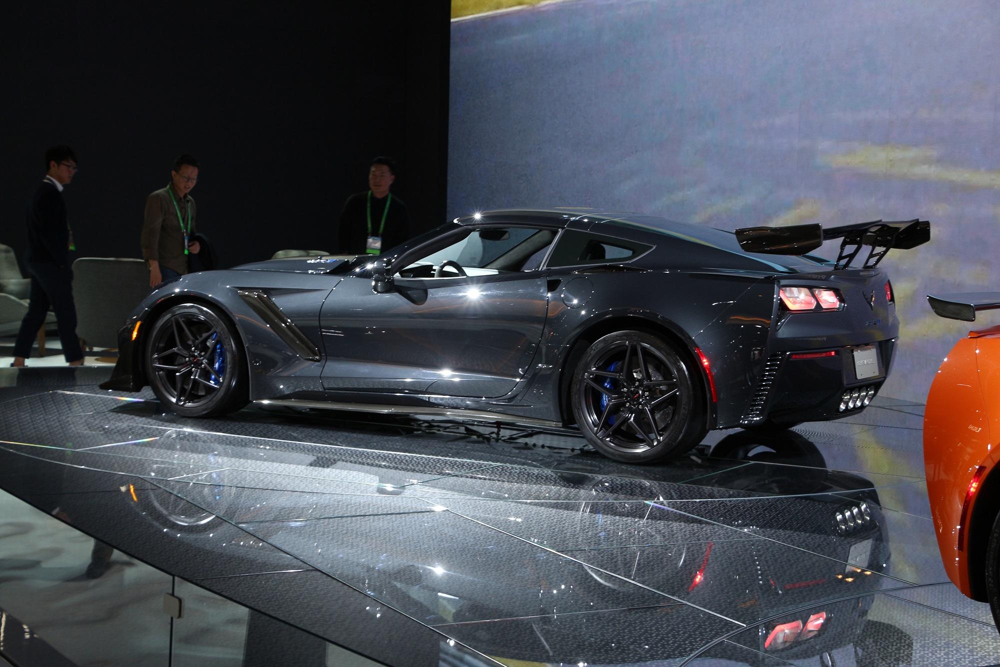 LS1tech.com 2018 2019 Corvette ZR1 Coupe Convertible LA L.A. Los Angeles Auto Show Gallery