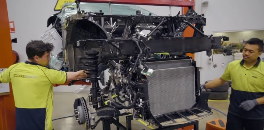 HSV Camaro Engine Go In