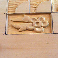 relief wood carved flower pattern
