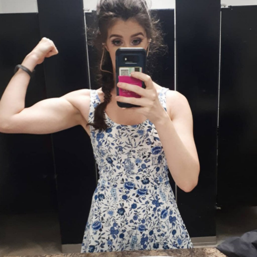 Image of Jaclyn flexing after an upper body workout at the gym.
