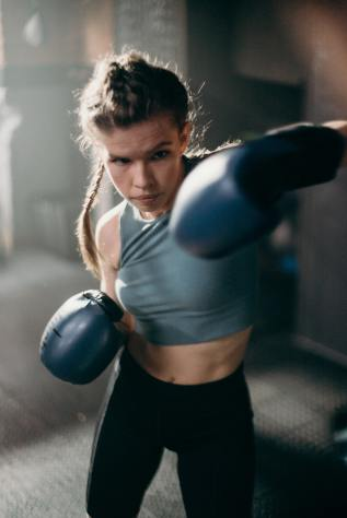 Image of person in boxing gloves fighting. This is symbolic of my fight between the rational and irrational thoughts I would experience whilst comparing my vulva.