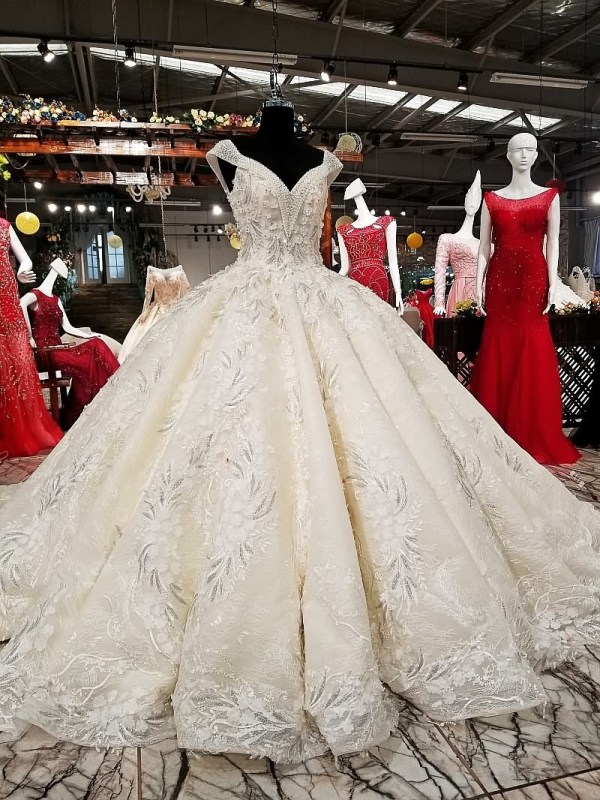 V-neck Luxury Ball Gown Wedding Dress 2018