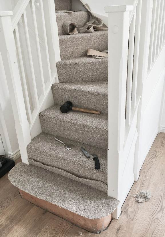 How To Lay Carpet On Stairs And Landing Lt Flooring   Installing Carpet On Stairs   Middle   Professional   Stair Bracket   Interior Design   Contemporary