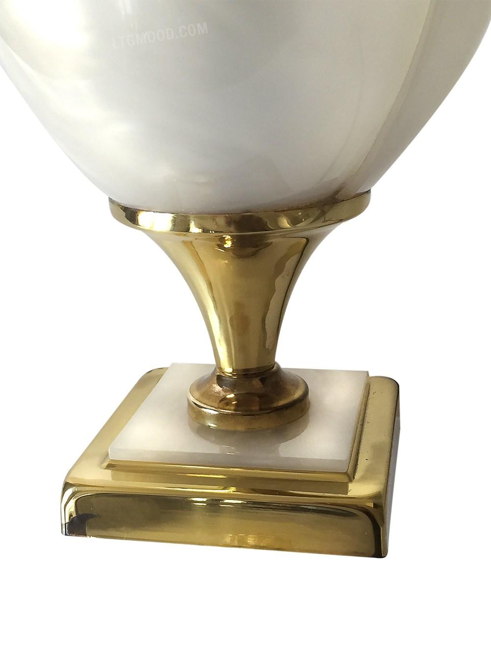 Lampe de table nacre par Laurent Rougier 1970 sur le site ltgmood.com galerie de luminaires vintage paris