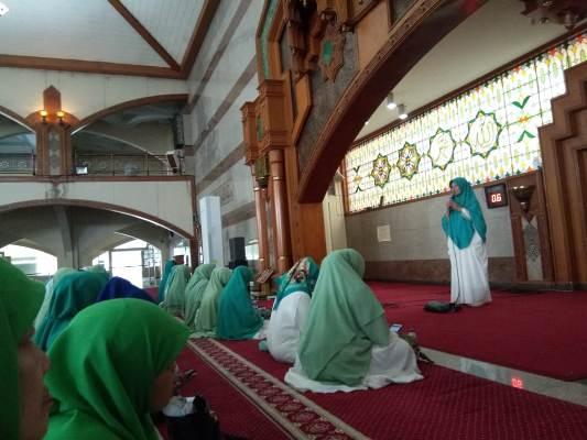- WhatsApp Image 2019 02 12 at 4 - Kajian Uquduluzain di Mesjid Pusdai Kota Bandung Bersama Ustadzah Evi Afifah