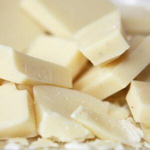 bucăți de ciocolată albă