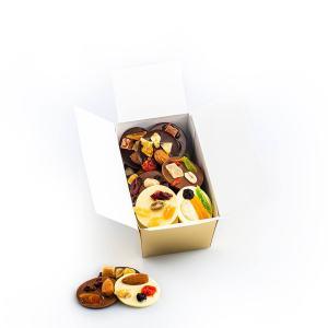 Discuri din ciocolată asortată cu fructe confiate