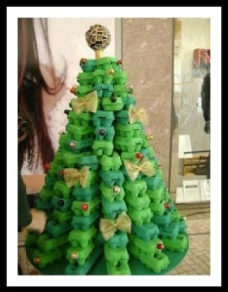 rvore de Natal reciclado caixa de ovo1 234x300 - DICAS DE ENFEITES DE NATAL COM MATERIAL RECICLÁVEL