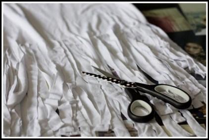 blusa branca1 300x201 - FAÇA VOCÊ MESMA UMA TRANSFORMAÇÃO EM SUAS ROUPAS