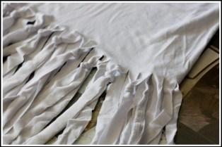 blusa branca2 300x200 - FAÇA VOCÊ MESMA UMA TRANSFORMAÇÃO EM SUAS ROUPAS