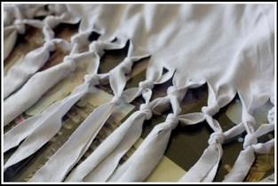 blusa branca3 300x201 - FAÇA VOCÊ MESMA UMA TRANSFORMAÇÃO EM SUAS ROUPAS
