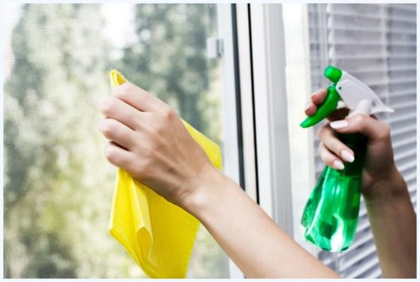 limpando os vidros - COMO USAR O VINAGRE E O BICARBONATO NA LIMPEZA DA CASA E DAS ROUPAS