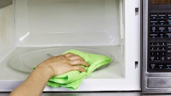 limpar microondas com vinagre - COMO USAR O VINAGRE E O BICARBONATO NA LIMPEZA DA CASA E DAS ROUPAS