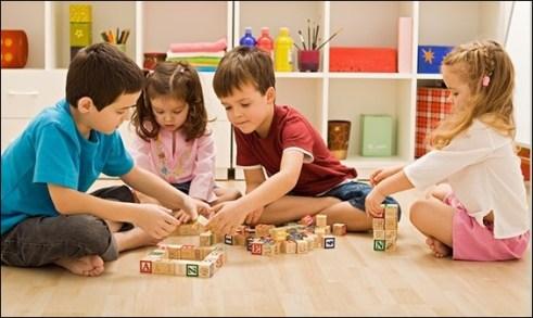 crianças brincando 8 - COMO ESCOLHER O BRINQUEDO PARA O DIA DAS CRIANÇAS