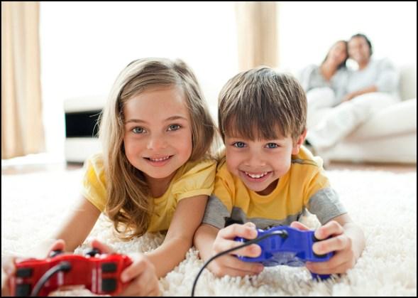 criancas-brincando-com-a-familia-002