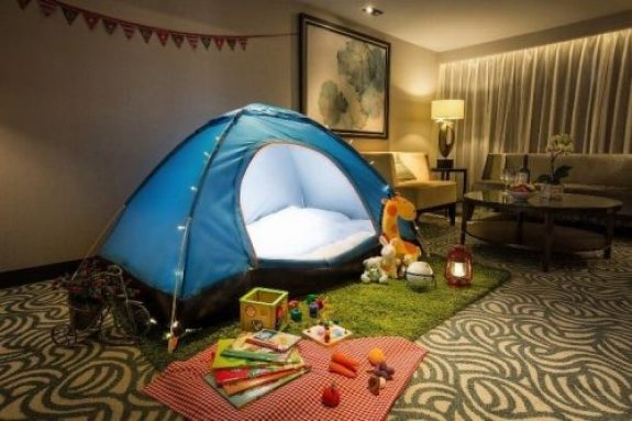 acampando em casa e1625619656131 - 10 DICAS PARA APROVEITAR AS FÉRIAS  COM AS CRIANÇAS EM CASA