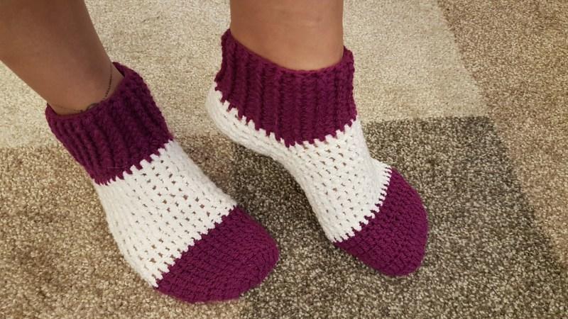 Aula fácil para iniciantes de meia de crochê em lã em passo a passo com Luciene Targa