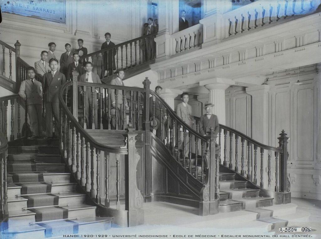 Sinh viên Đại học Đông Dương (Hà Nội) những năm 1920. Ảnh: Urbanist Hanoi.