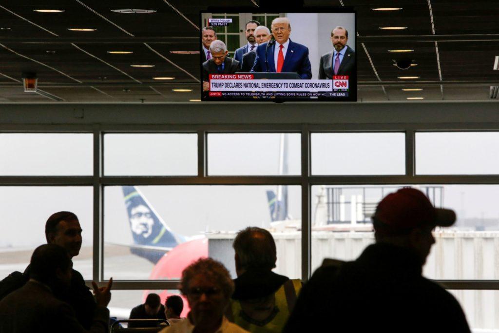 Tổng thống Donald Trump tuyên bố tình trạng khẩn cấp quốc gia trên truyền hình ngày 13/3/2020. Ảnh: Jason Redmond / Reuters.