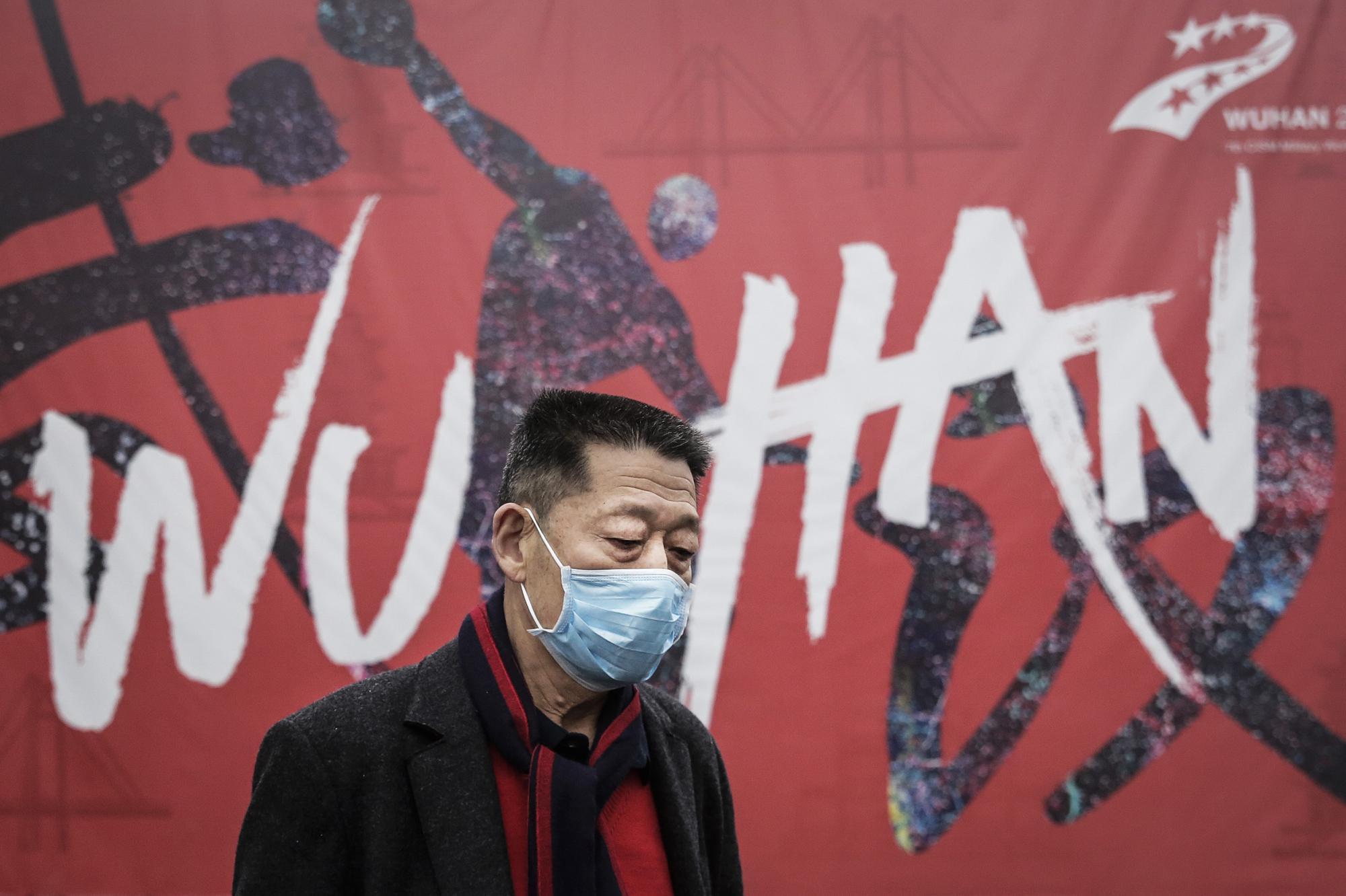 Một người dân tại Vũ Hán, Trung Quốc. Ảnh: STRINGER / GETTY IMAGES.