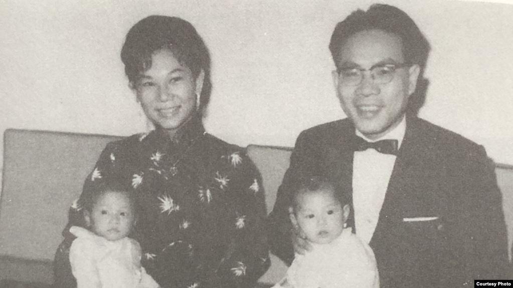 Ông bà Giáo sư Nguyễn Văn Bông và các con - Sài Gòn 1964. Ảnh: VOA/Chưa rõ nguồn.
