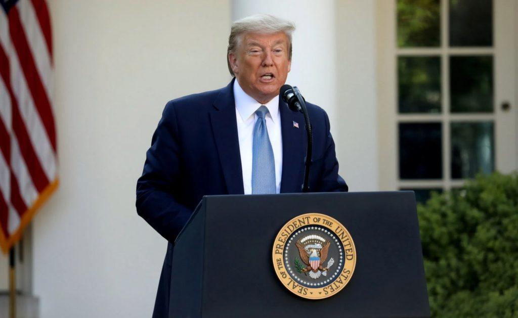 Tổng thống Mỹ Donald Trump trong cuộc họp báo tại Nhà Trắng hôm 15/4/2020. Ảnh: AP.