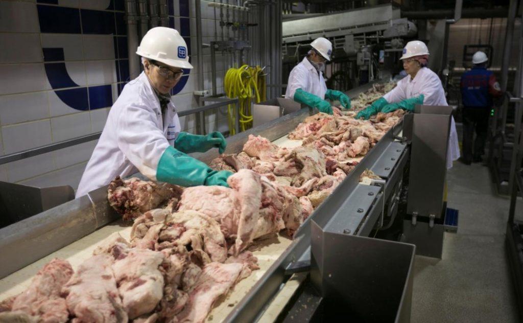 Một nhà máy chế biến thực phẩm ở bang Nebraska, Mỹ năm 2012. Ảnh: Reuters.
