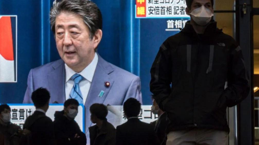 Thủ tướng Nhật Shinzo Abe có thể phải tiếp tục lùi Olympic thêm một lần nữa. Ảnh: TIME.