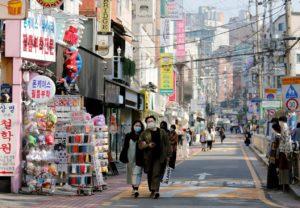 Một đường phố ở Seoul, Hàn Quốc, ngày 3/4/2020. Ảnh: Reuters.