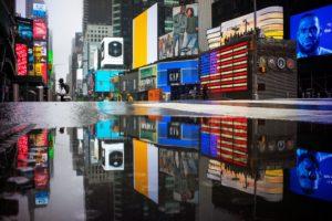 Quảng trường Thời Đại đông đúc náo nhiệt trước đây ở New York nay vắng lặng như tờ. Ảnh: Reuters.