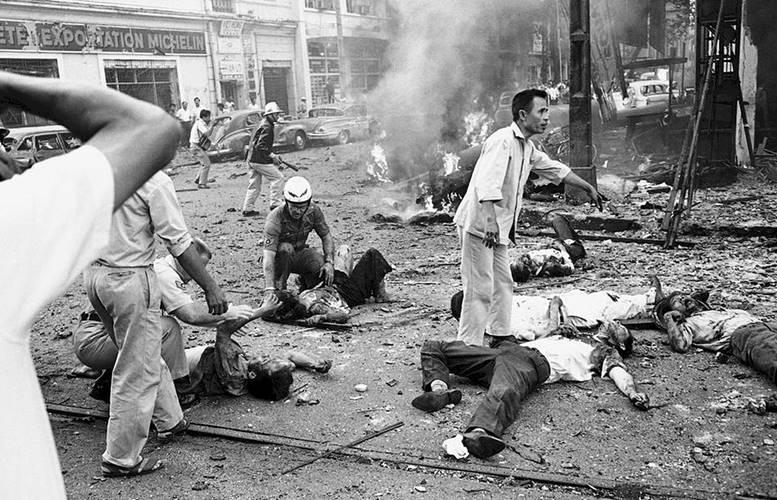 Hiện trường vụ đánh bom khủng bố tòa đại sứ Mỹ ở Sài Gòn năm 1965. Ảnh: Chưa rõ nguồn.