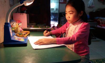 Một học sinh thuộc hộ nghèo ở quận Long Biên, Hà Nội. Ảnh: longbien.hanoi.gov.vn.